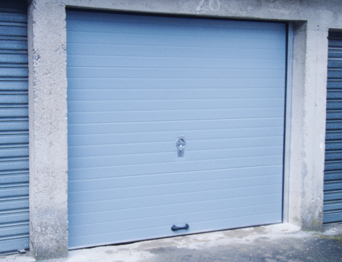 Porte de garage sectionnelle en PVC